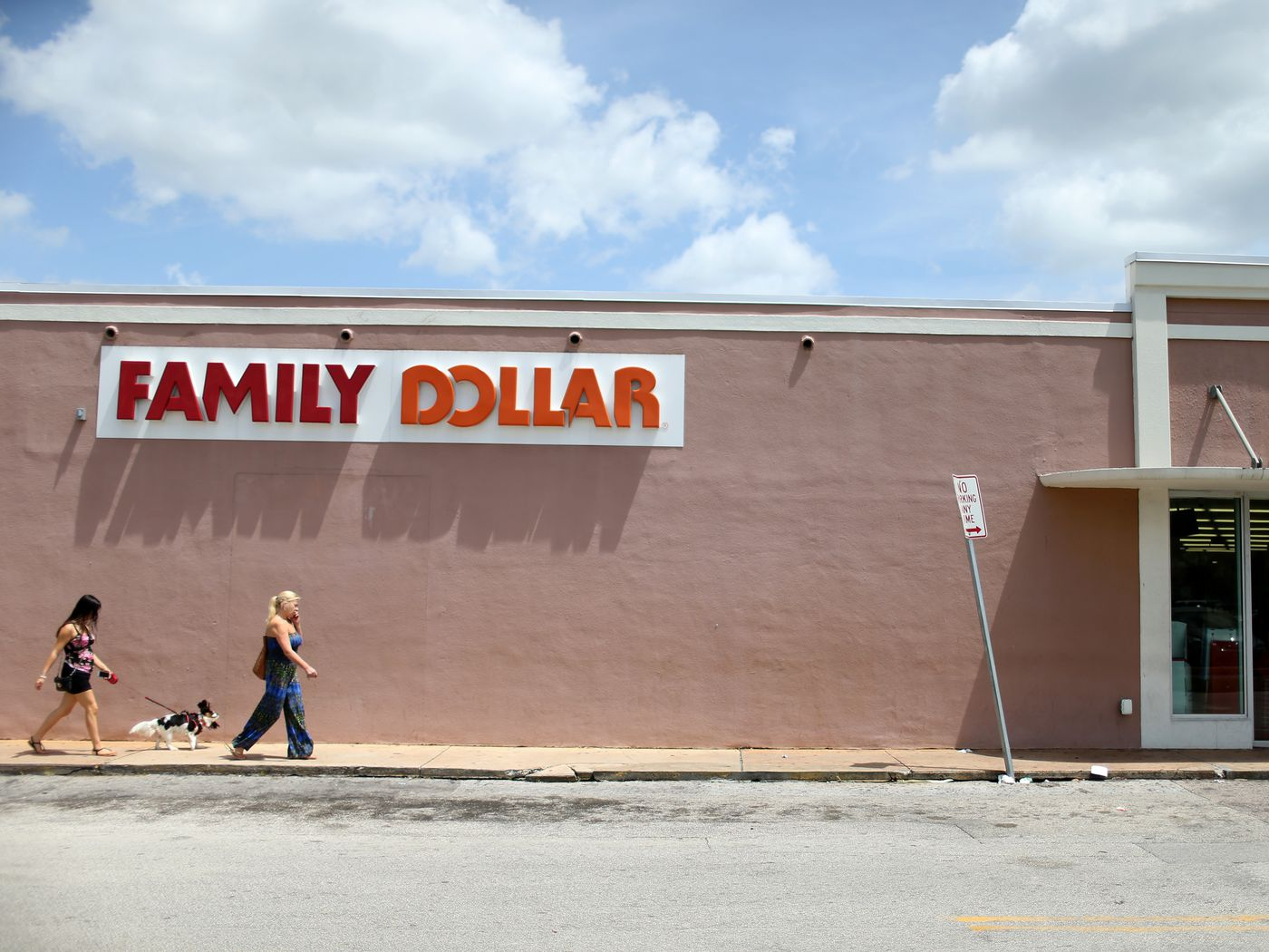 Dollar Tree is closing almost 5 Family Dollar stores this year - Vox