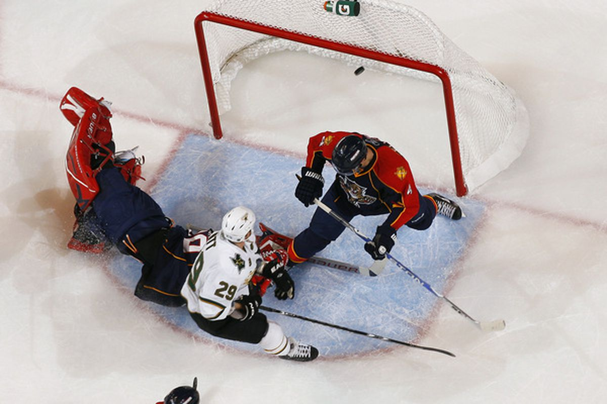 SUNRISE FL - OCTOBER 21: Steve Ott #29 of the Dallas Stars scores a goal over goaltender Tomas Vokoun #29 of the Florida Panthers on October 21 2010 at the BankAtlantic Center in Sunrise Florida. (Photo by Joel Auerbach/Getty Images)