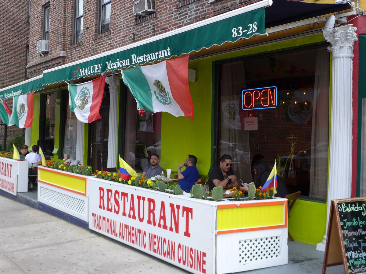 El Maguey Mexican Jackson Heights outdoor seating