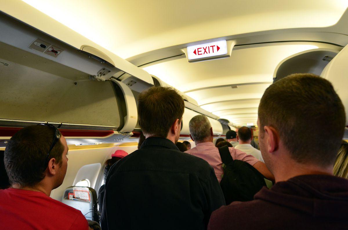 airline deboarding