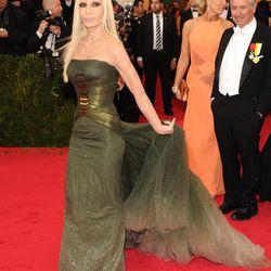 Donatella Versace, fluffing her own train