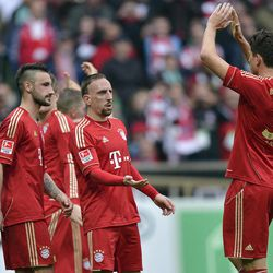 Bayern's Franck Ribery of France, center, celebrates with Mario Gomez, right, after the German first division Bundesliga soccer match between Werder Bremen and Bayern Munich in Bremen, Germany, Saturday, April 21, 2012. Bremen was defeated by Bayern with 1-2.