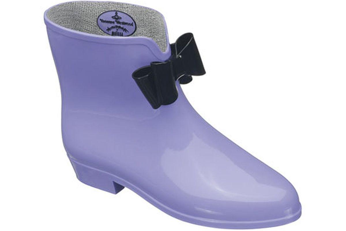 "Image via <a href=""http://www.killahbeez.com/2009/11/17/too-hot-not-to-cop-vivienne-westwood-melissa-rain-boots/"">Killahbeez</a>"