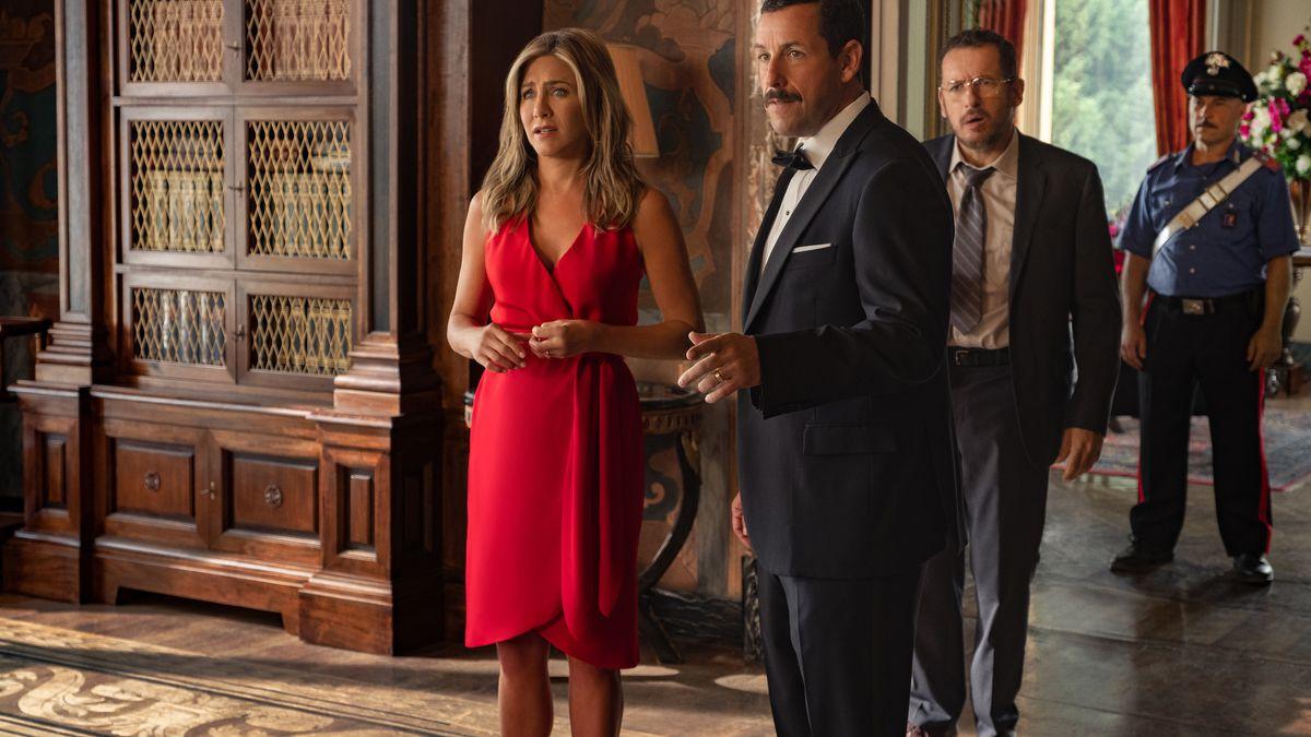 Jennifer Aniston and Adam Sandler in Murder Mystery.
