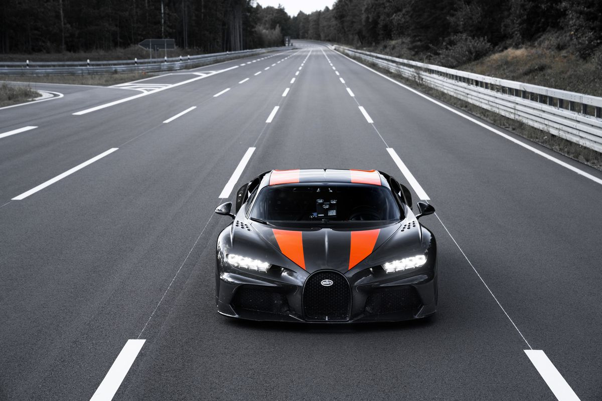 Bugatti Chiron Sets New World Record Smashes through the 300 Mph Barrier
