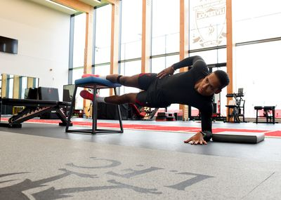 Virgil shows off the type of side plank work we all hate doing.