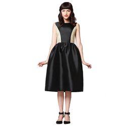 "<span class=""credit""><b>Bow & Drape</b> Jackie Limited Edition A-Line Dress, <a href=""http://www.bowanddrape.com/s/Jackie+Limited+Edition+A-line/22/22#.UrHEwGRDtRE"">$248</a></span><p>"