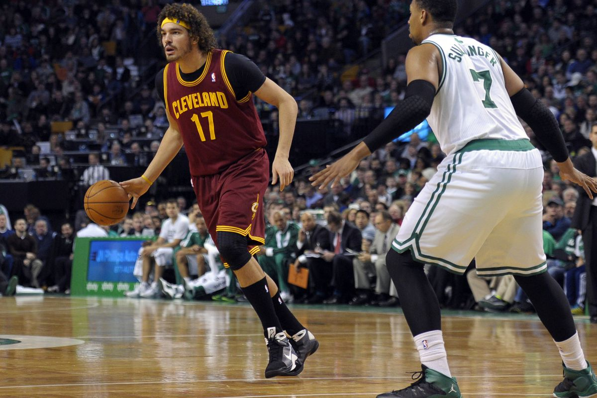 Jared Sullinger defends Anderson Varejao of the Cavaliers