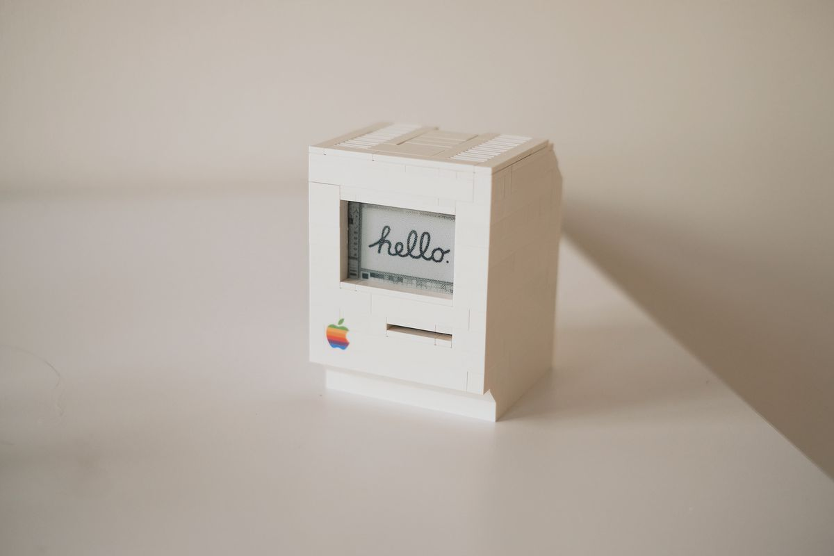 This tiny Lego Macintosh is the beautiful lovechild of a Raspberry