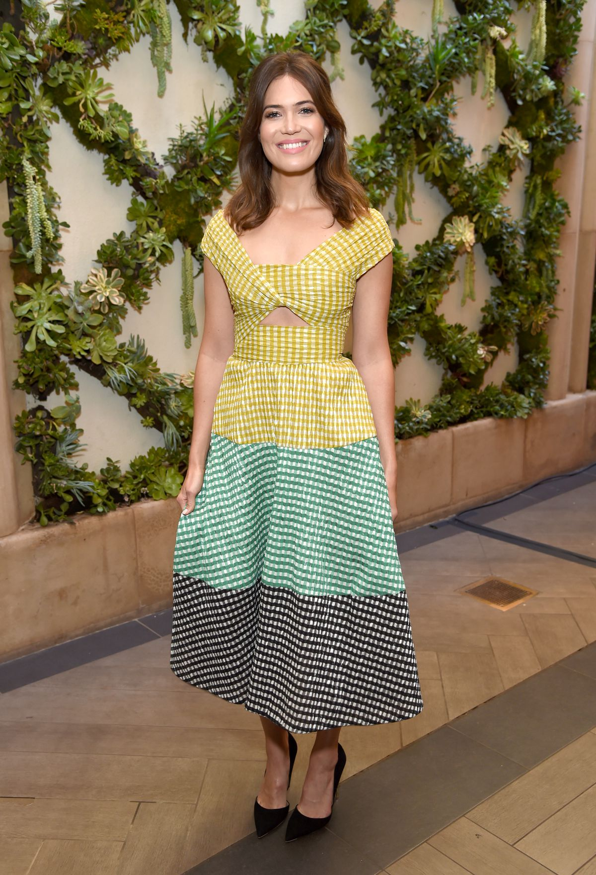 Actress Mandy Moore attends the 17th annual AFI Awards at Four Seasons Los Angeles at Beverly Hills on January 6, 2017 in Los Angeles, California.