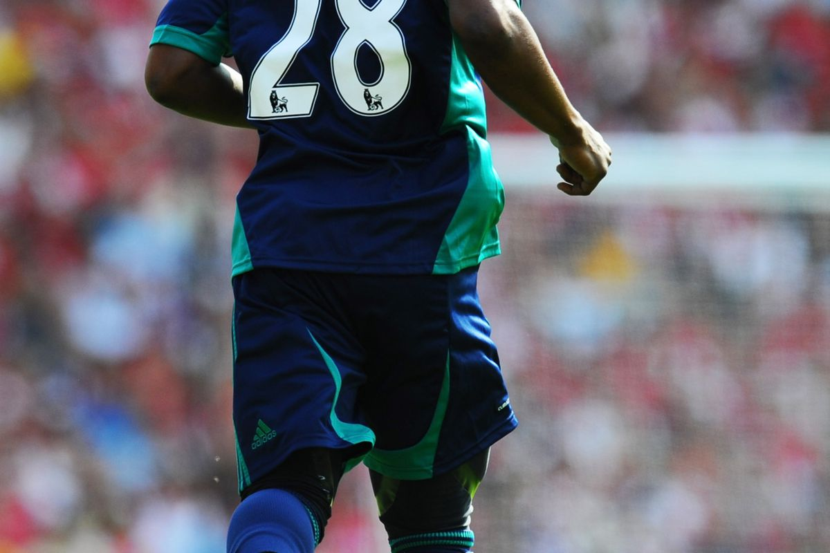 LONDON, ENGLAND - AUGUST 18:  Stephane Sessegnon of Sunderland in acton during the Barclays Premier League match between  Arsenal and Sunderland at Emirates Stadium on August 18, 2012 in London, England.  (Photo by Mike Hewitt/Getty Images)