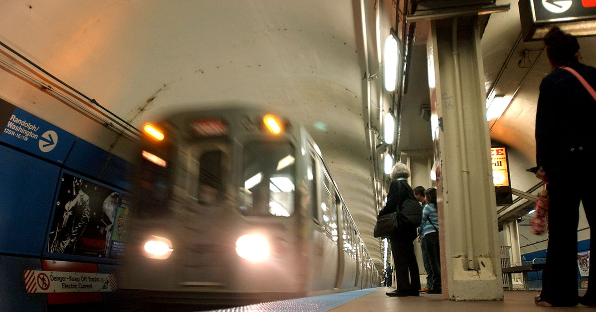 Normal Red Line service resumes after person removed from tracks at Clark/Division