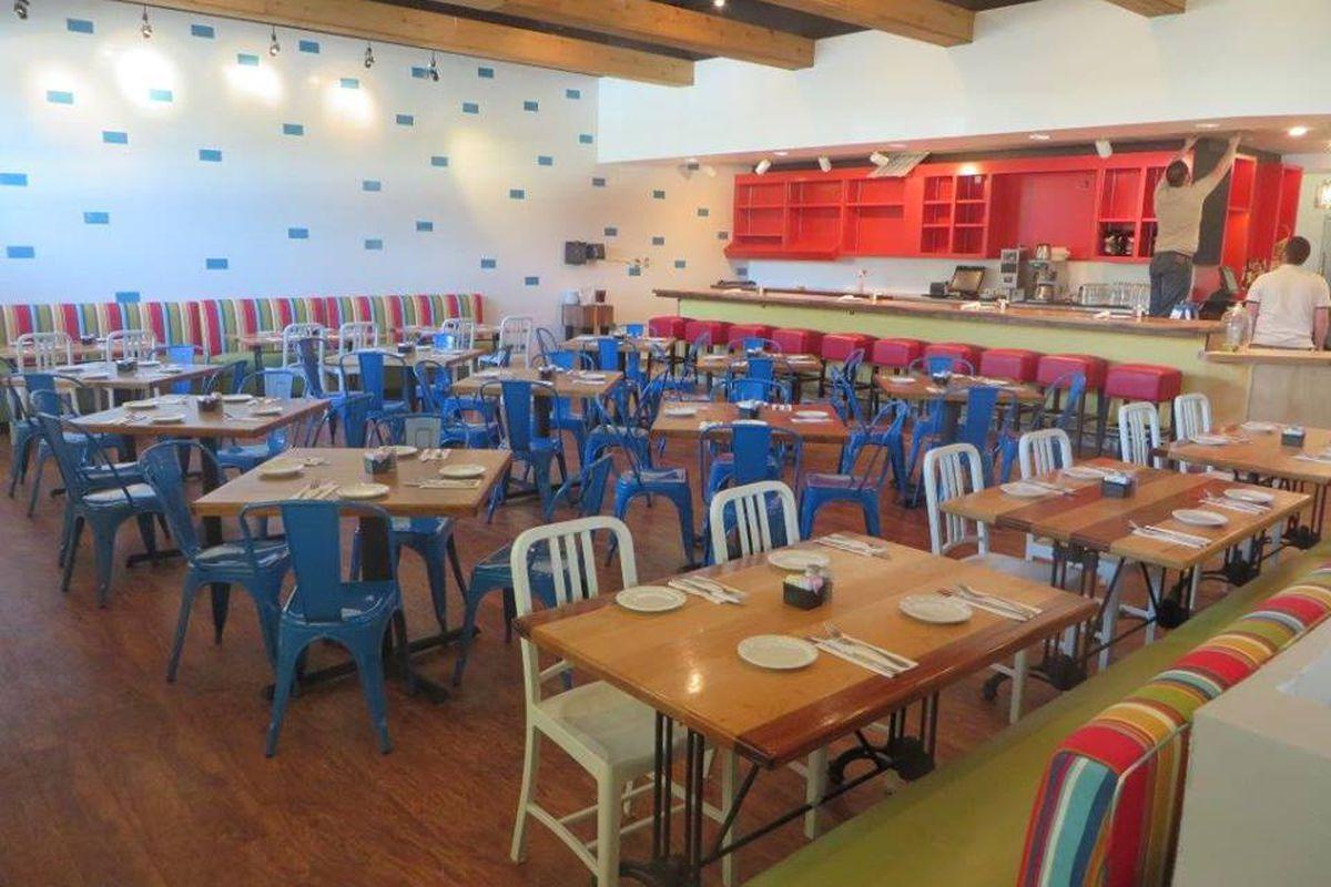 Fresh digs for a fresh & healthy new Katy restaurant.