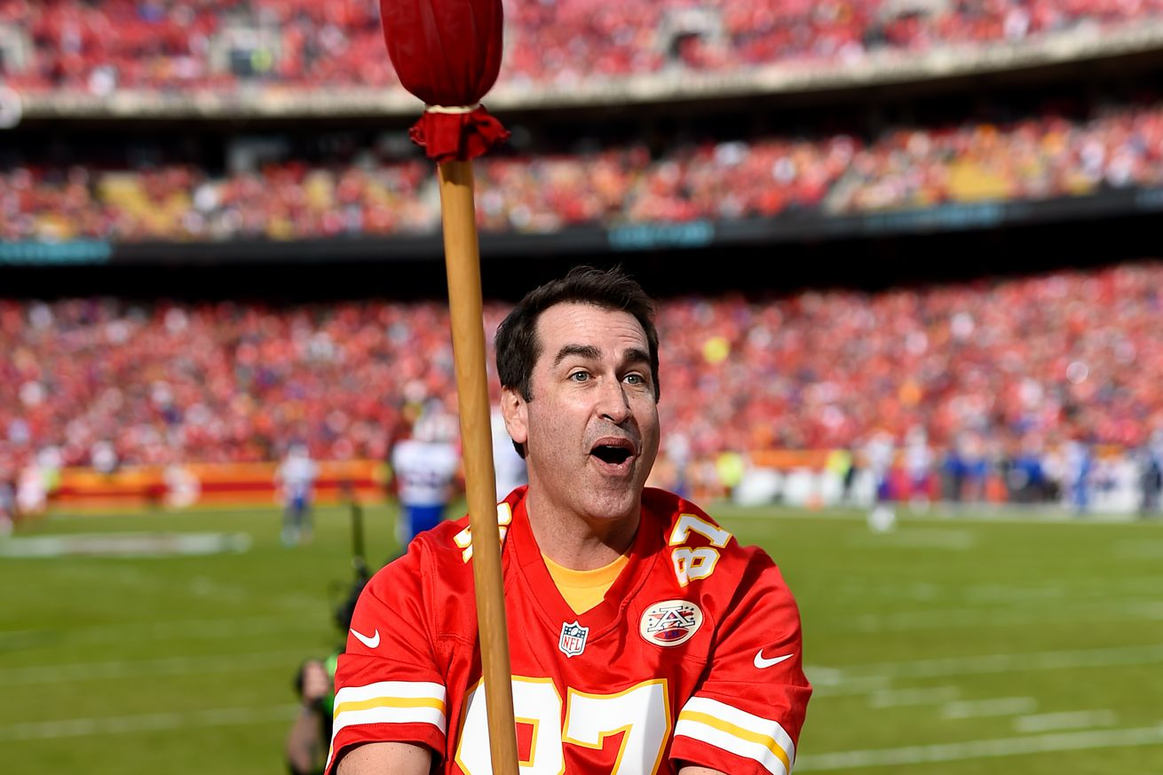 Rob Riggle hosting NFL awards show, could present to a Chiefs player (or two)