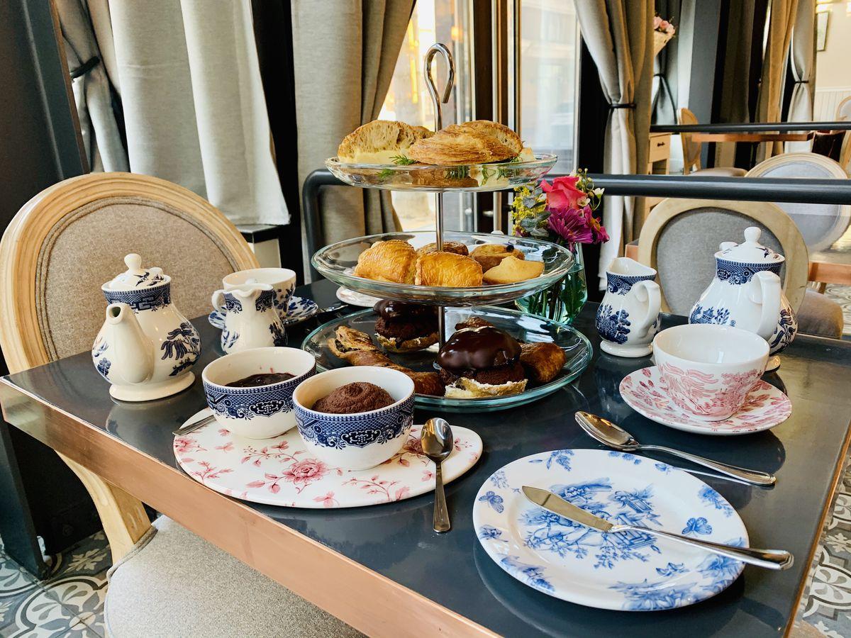 The tea service at Maison Danel