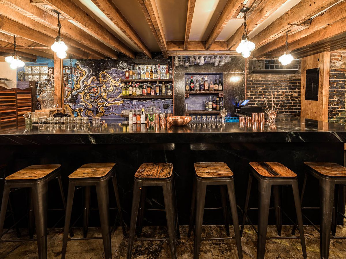 best date night bars seattle