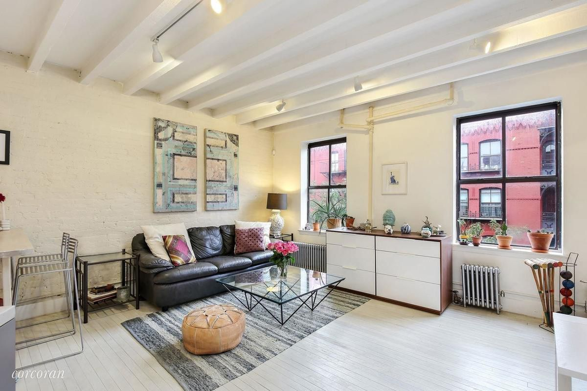 675k for a serene whitewashed condo in cobble hill curbed ny for Interior decorating courses toronto