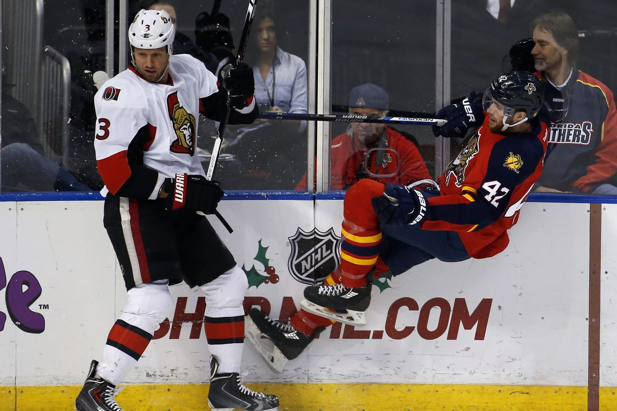 Marc Methot is unimpressed by Quentin Howden's levitation trick