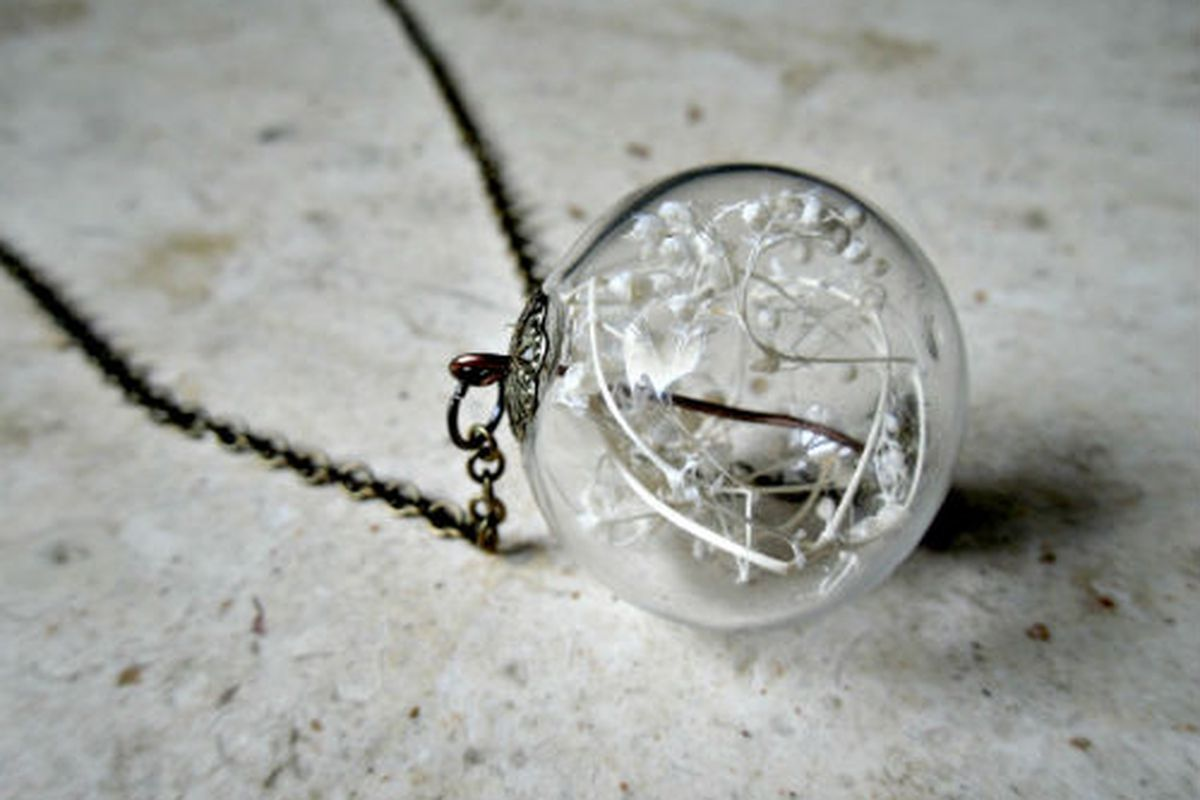 "Image via <a href=""http://www.etsy.com/listing/97392822/glass-orb-dried-babys-breath-terrarium"">Etsy/Heron and Lamb</a>"