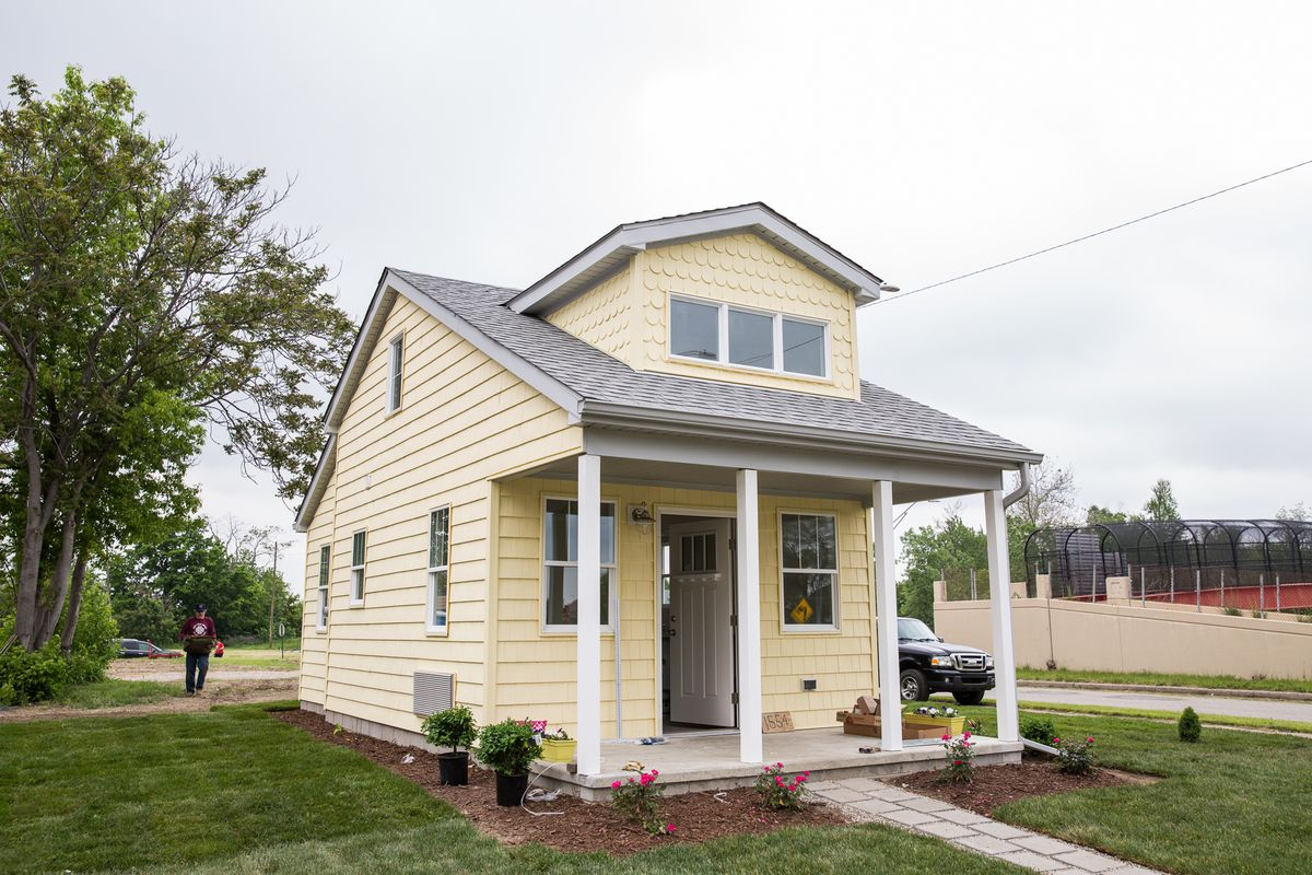 A tiny home community rises in Detroit - Curbed Detroit