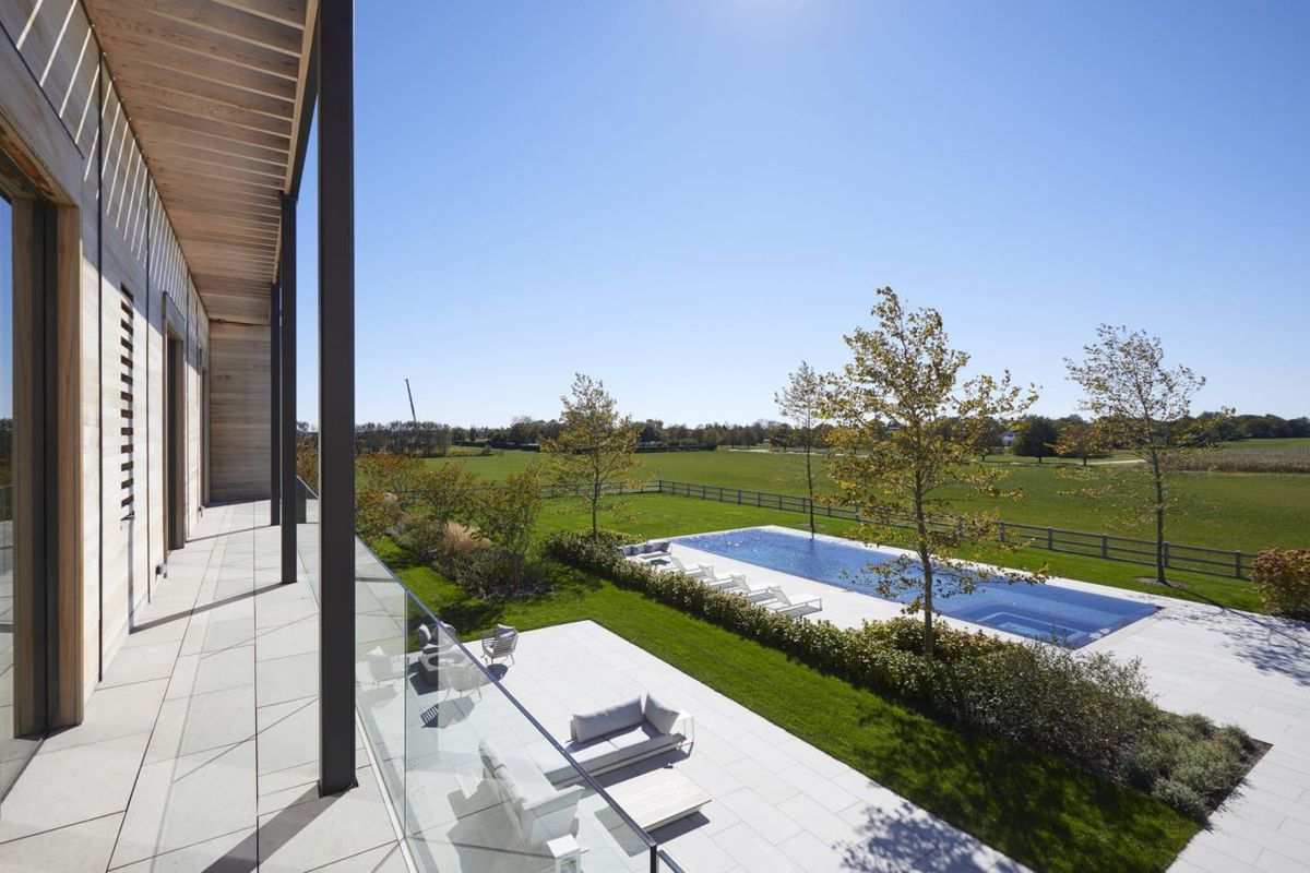 Sagaponack contemporary manse cuts $2M from price, on market