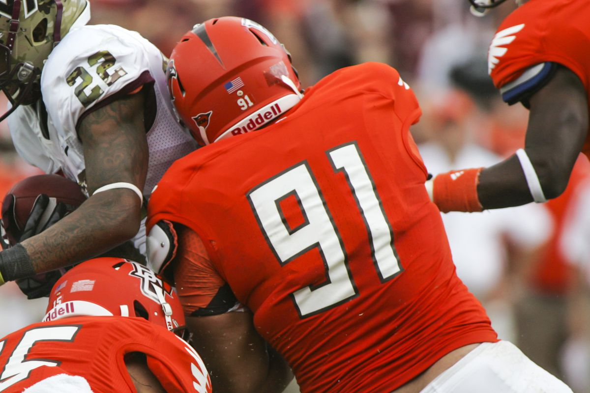 DT Chris Jones, #91, makes a tackle for Bowling Green