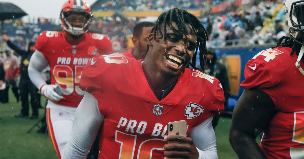 """Chiefs negotiating a """"record-setting"""" deal for Tyreek Hill 888aac5ec"""