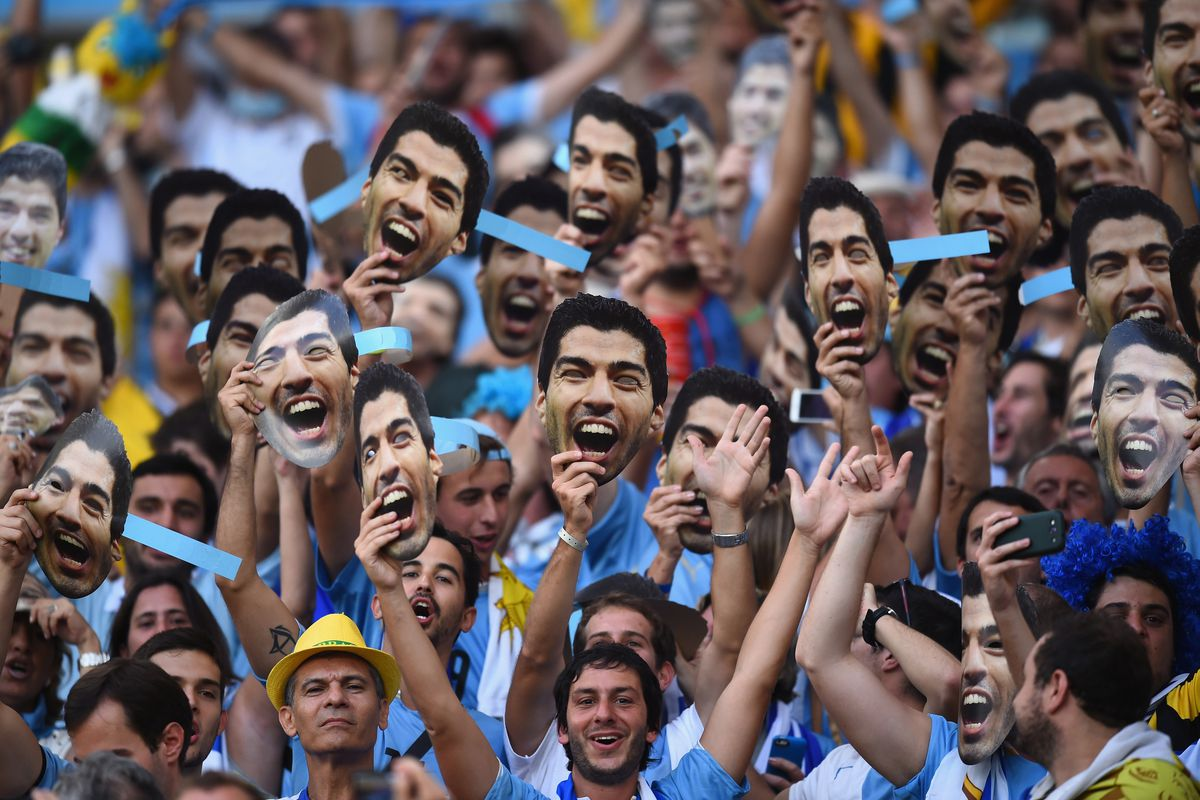 While I don't know if this is particularly helpful for Suarez's cause, it makes for a pretty entertaining picture.