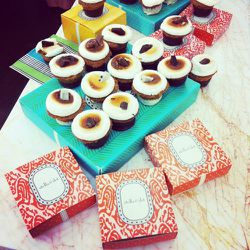 Amidst bauble browsing, guests were treated to s'more-inspired cupcakes.