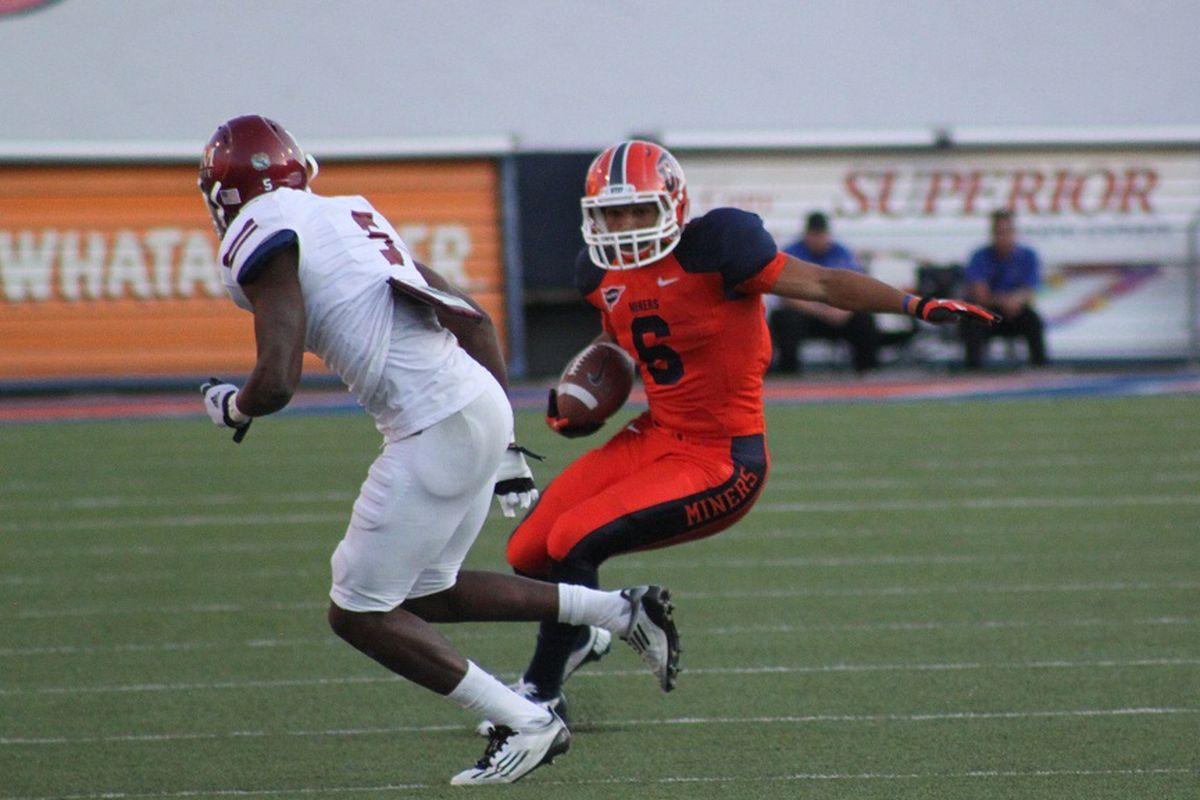 Mike Edwards makes a move during Saturday's game against New Mexico State at the Sun Bowl - 9.15.2012