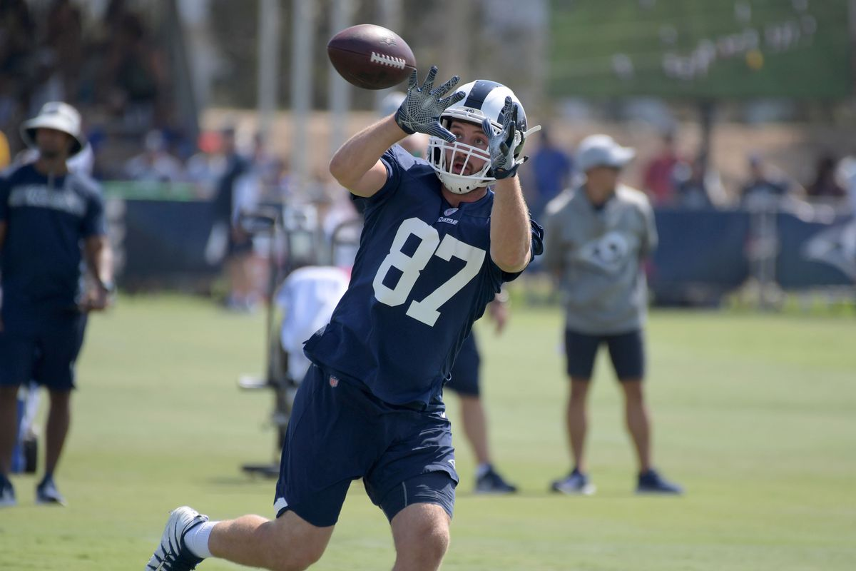 Los Angeles Rams TE Henry Krieger-Coble catches a pass during training camp, July 28, 2018.