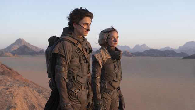 Timothée Chalamet and Rebecca Ferguson pooping in their stillsuits in Dune movie