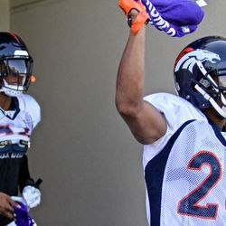 Broncos ILB Brandon Marshall (left) and CB Chris Harris Jr. are ready with their purple towels for Alzheimer's Awareness Day at Broncos Camp.