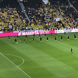BVB hits the pitch to warm up for the DFL-Supercup with a traditional passing exercise, August 3, 2019.