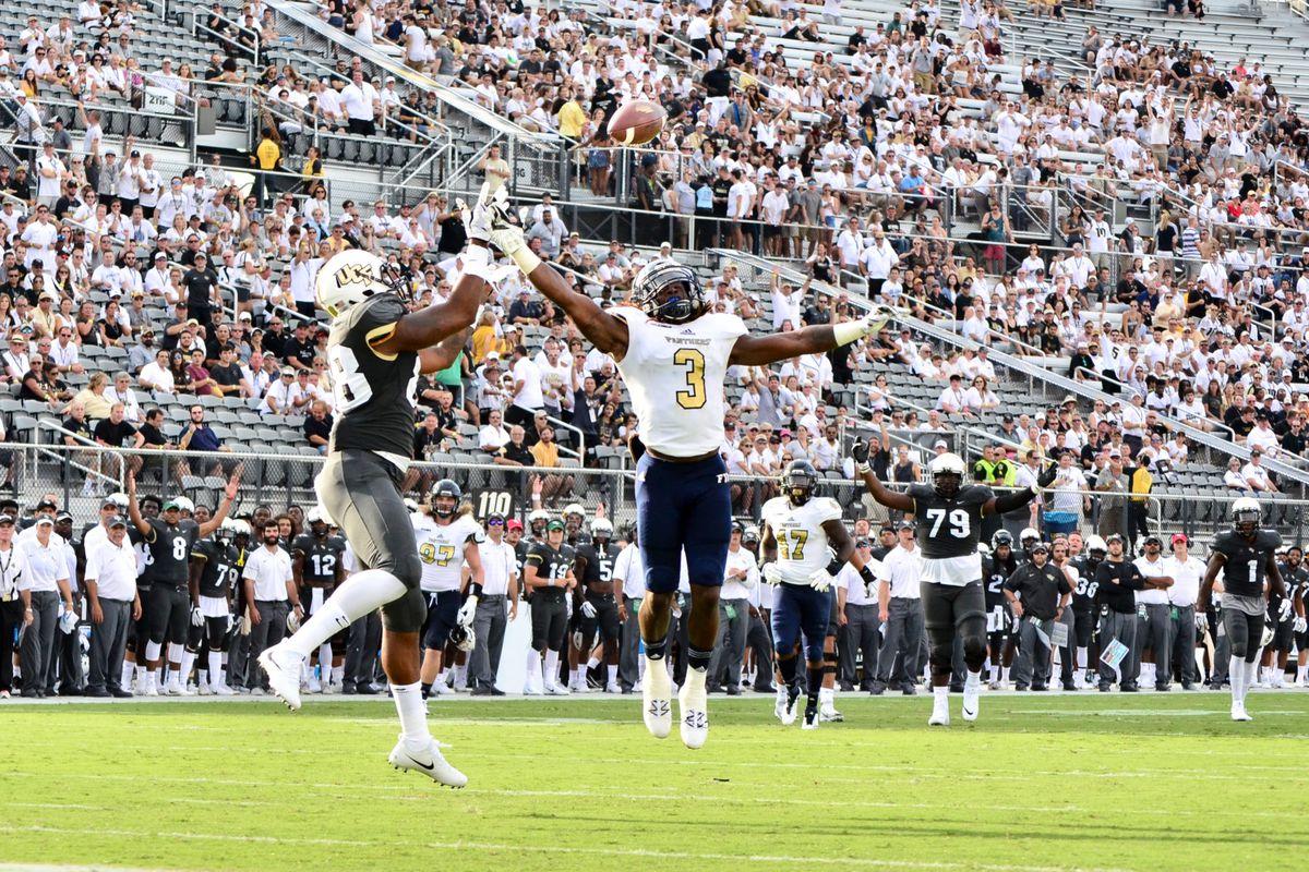 UCF TE Jordan Akins catches a touchdown against FIU (Photo: Derek Warden)