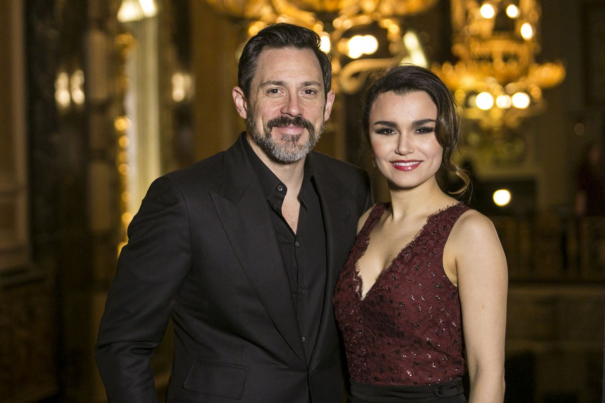 """Actors Steve Kazee and Samantha Barks, who star as Edward and Vivian in the upcoming world premiere of """"Pretty Woman: The Musical,"""" pose for a photo during the welcome press conference for the production at Chicago's Oriental Theatre, Monday, Feb. 26, 201"""