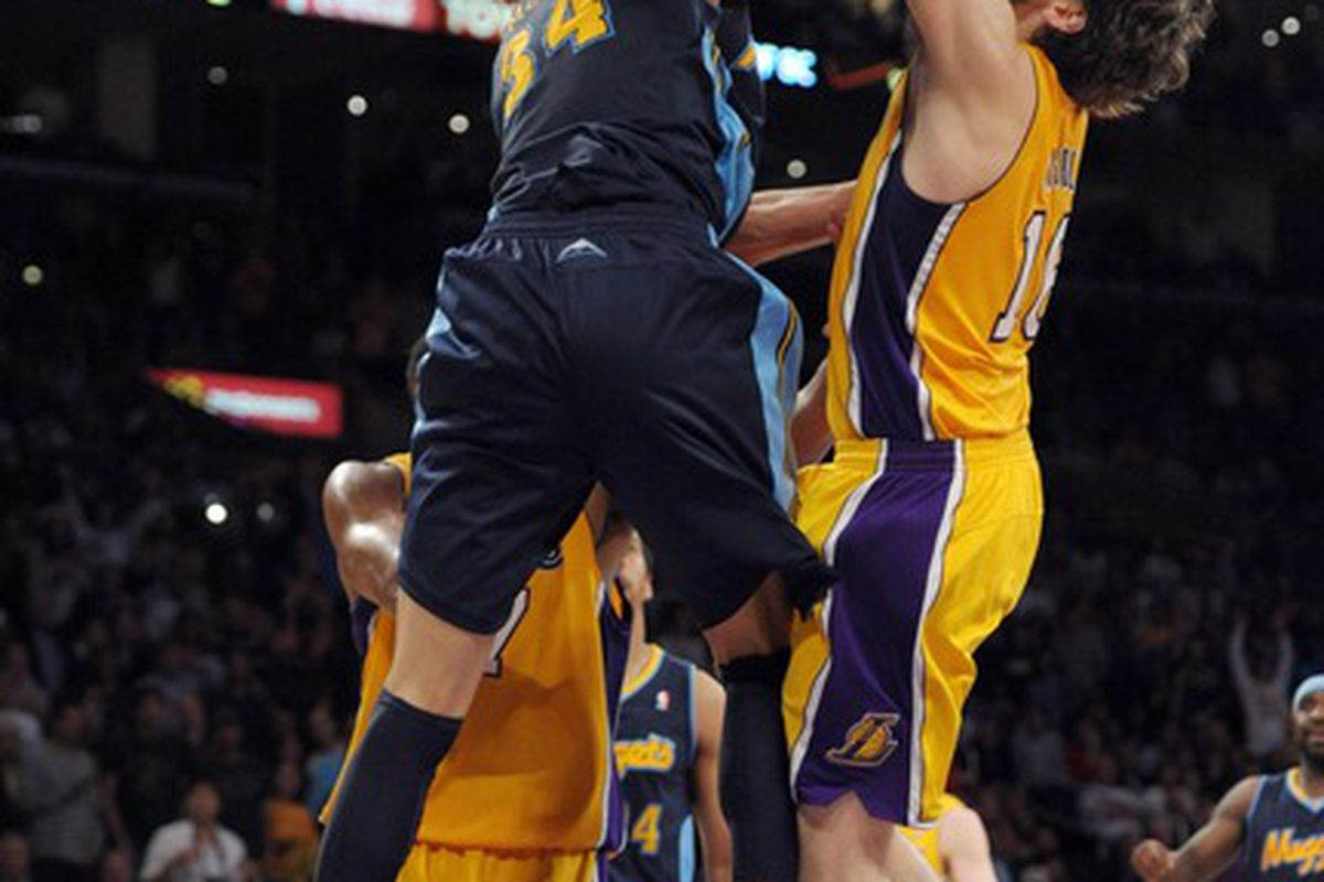 Let's face it, what JaVale McGee is doing to Pau Gasol right there ... is something we'd all like to do.
