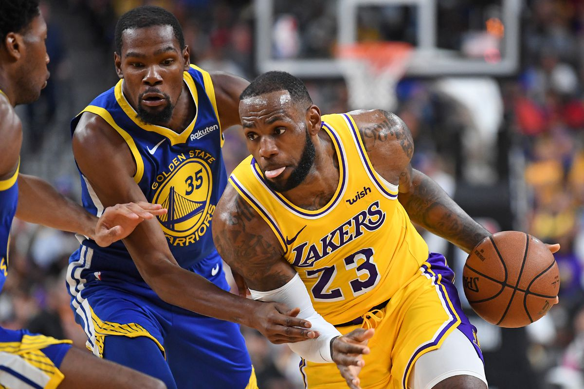 923196ec5c7 Steph Curry s Warriors begin a new rivalry with LeBron James  Lakers ...