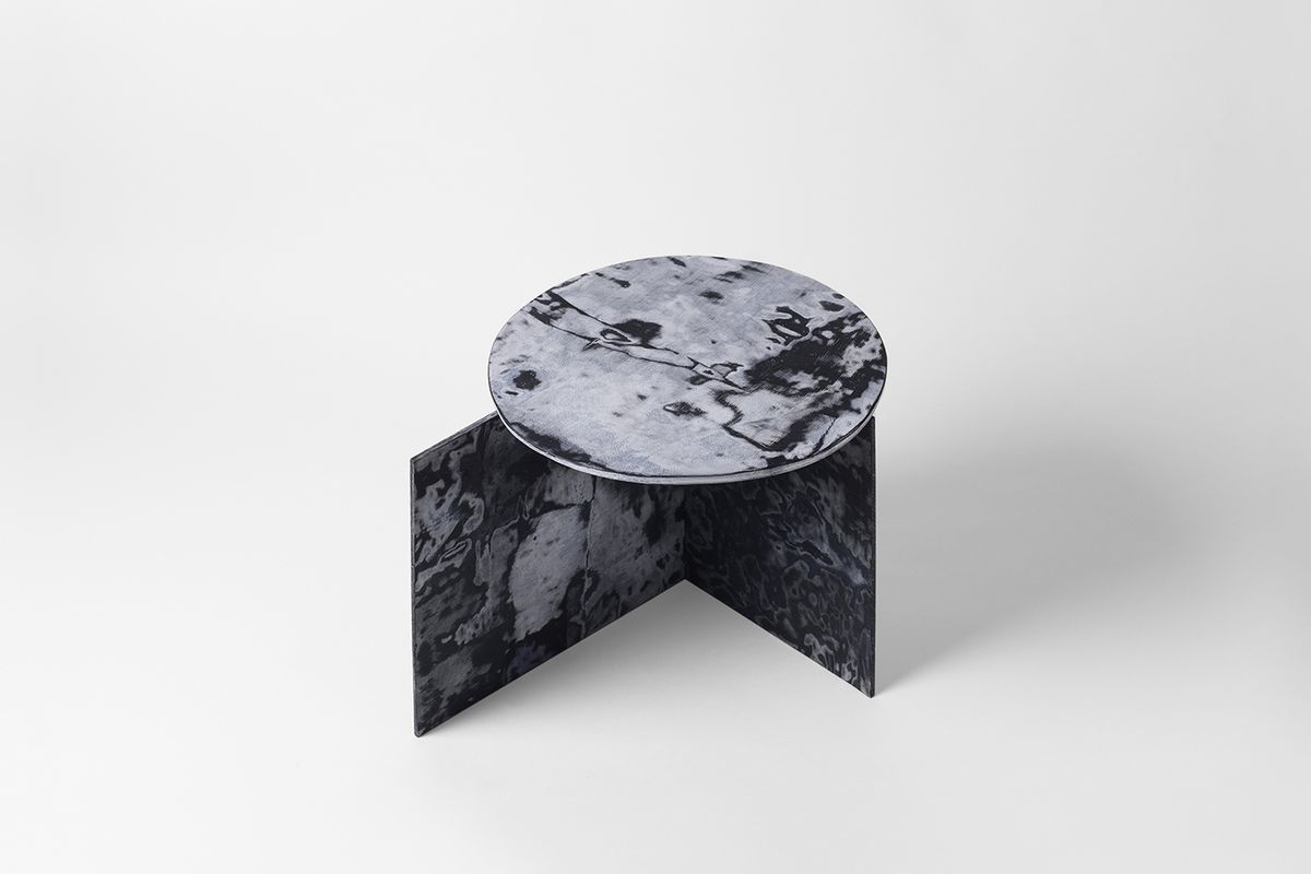 Blue marbled table with round top