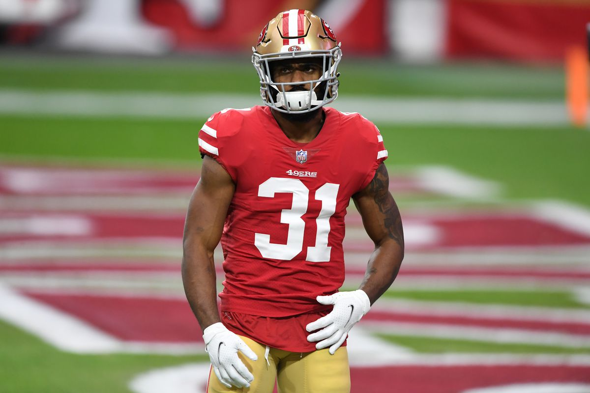 Raheem Mostert #31 of the San Francisco 49ers prepares for a game against the Washington Football Team at State Farm Stadium on December 13, 2020 in Glendale, Arizona.