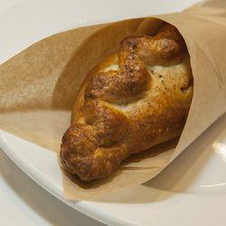 Pork Vindaloo Pasty with Parsnip, Potato and Peas