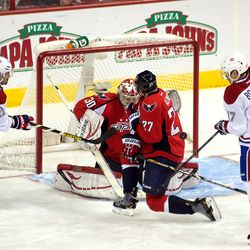 Alzner Tries to Block With Back