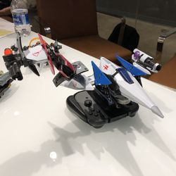 The Arwing and Star Fox figures that are compatible with Starlink.