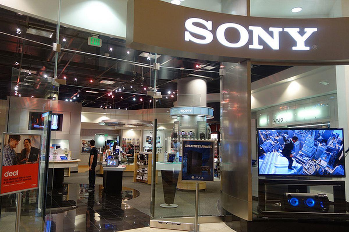 Sony Store http://www.flickr.com/photos/kennejima/9779032504/