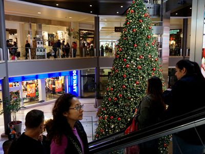 For the first time, more people will do their holiday shopping on mobile than on desktop