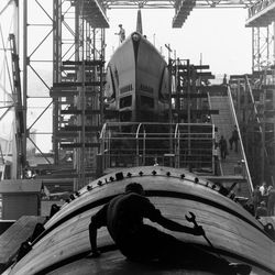"""Submarine builder at Electric Boat Co., Groton, Conn., by Fenno Jacobs, August 1943, from the Smithsonian Traveling exhibition """"The Way We Worked."""""""