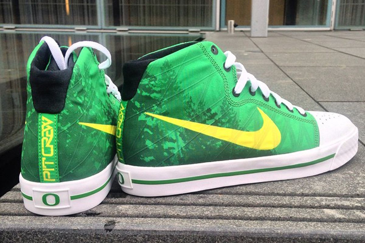 d02eac49678b Oregon student section receives second signature Nike shoe ...