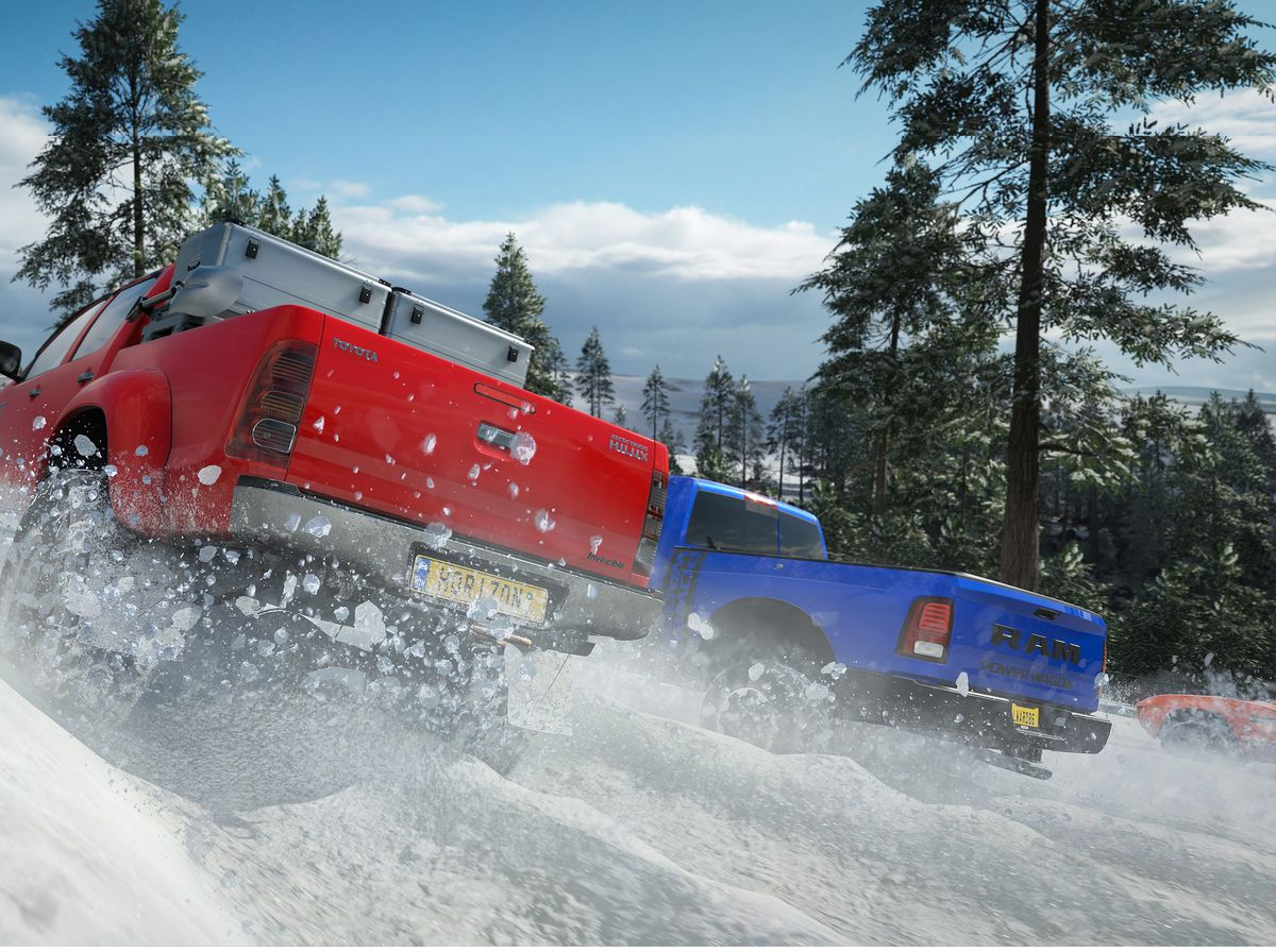 Forza Horizon 4 - two pickup trucks driving uphill in the snow