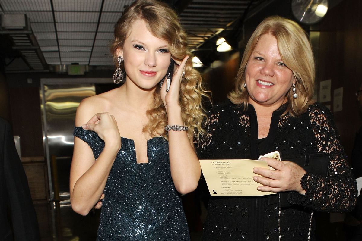 Taylor Swift's mom was just diagnosed with cancer. The performer now wants everyone to get screened.