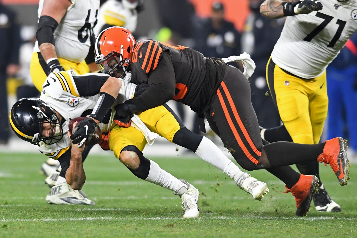 Pittsburgh Steelers v Cleveland Browns